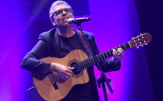 Pedro Guerra durante su actuación en los Premios Taburiente 2016 | Foto: Diario de Avisos