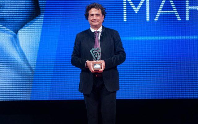 Fernando Martín Menis en el escenario recogiendo su Premio Taburiente 2016 | Foto: Diario de Avisos
