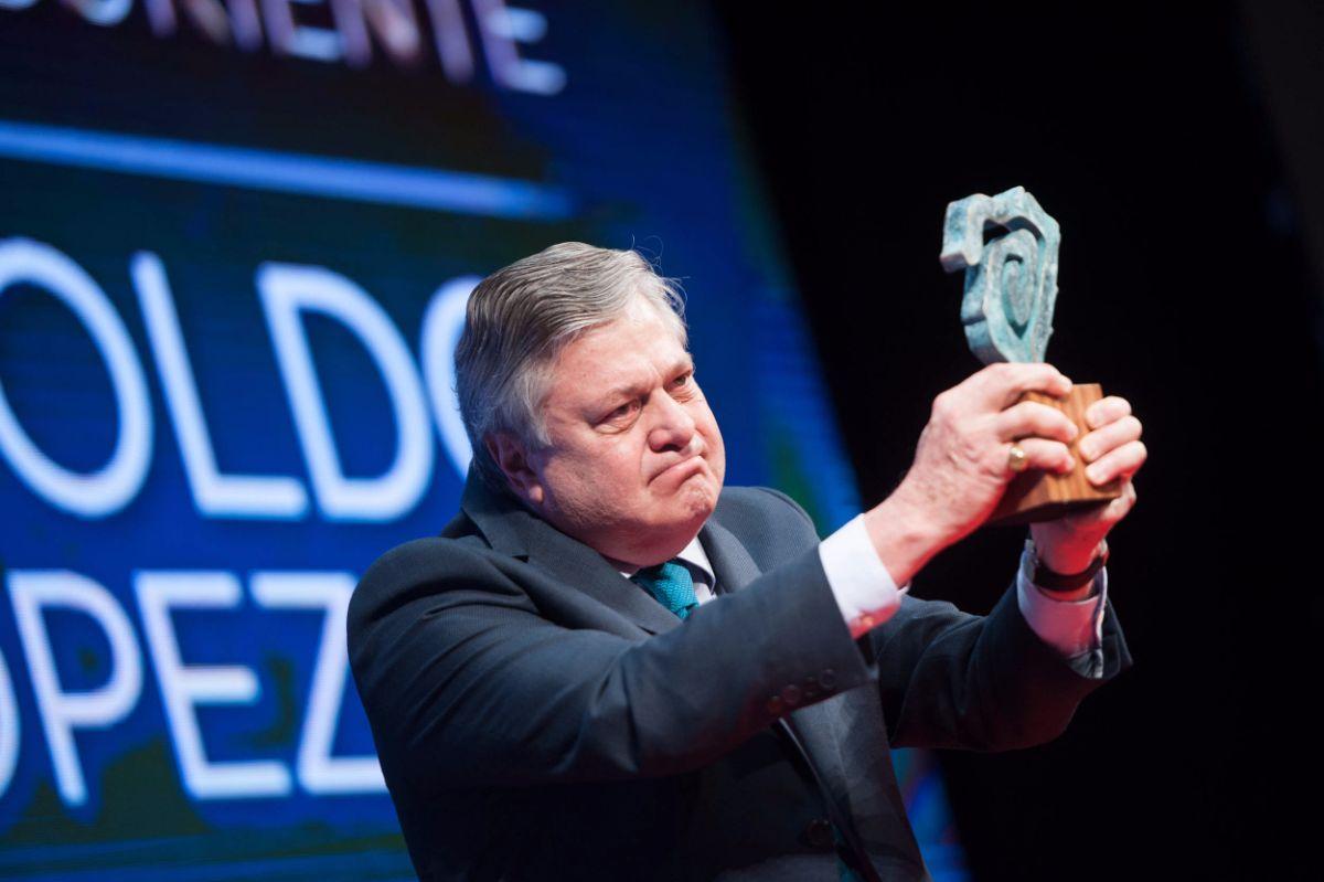 Leopoldo López Gil, padre de Leopoldo López, recoge el premio Taburiente en nombre de su hijo | Foto: Fran Pallero